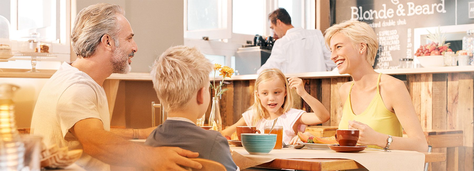 primax-situation-1_family-breakfast_1800x650px.jpg